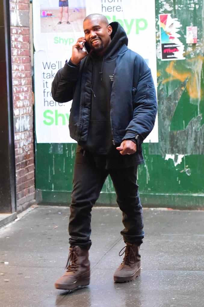Kanye West con las Yeezy 950 Duckboot